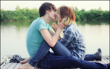 couple-kiss-blonde-cute-lovers-young
